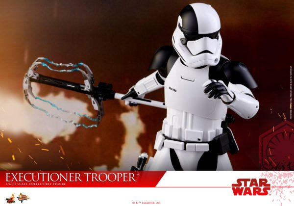 Hot-Toys-SWTLJ-Executioner-Trooper-Collectible-Figure_PR13-600x420