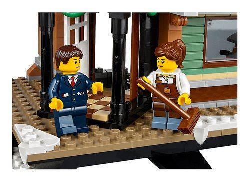 LEGO-Winter-Village-Station-10