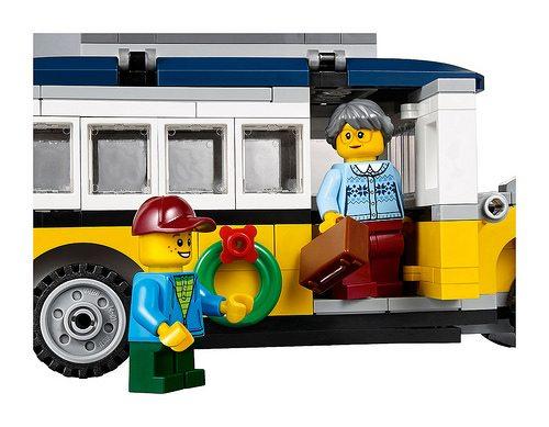 LEGO-Winter-Village-Station-7
