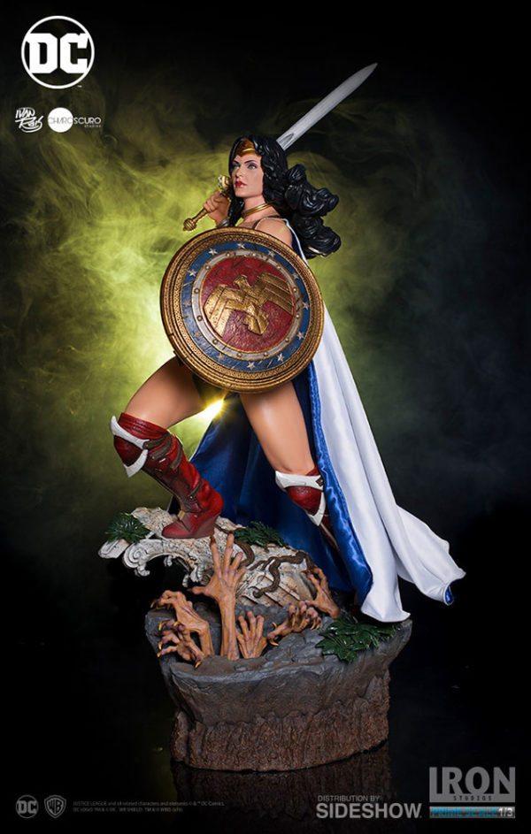 Prime-Scale-Wonder-Woman-statue-2-600x943