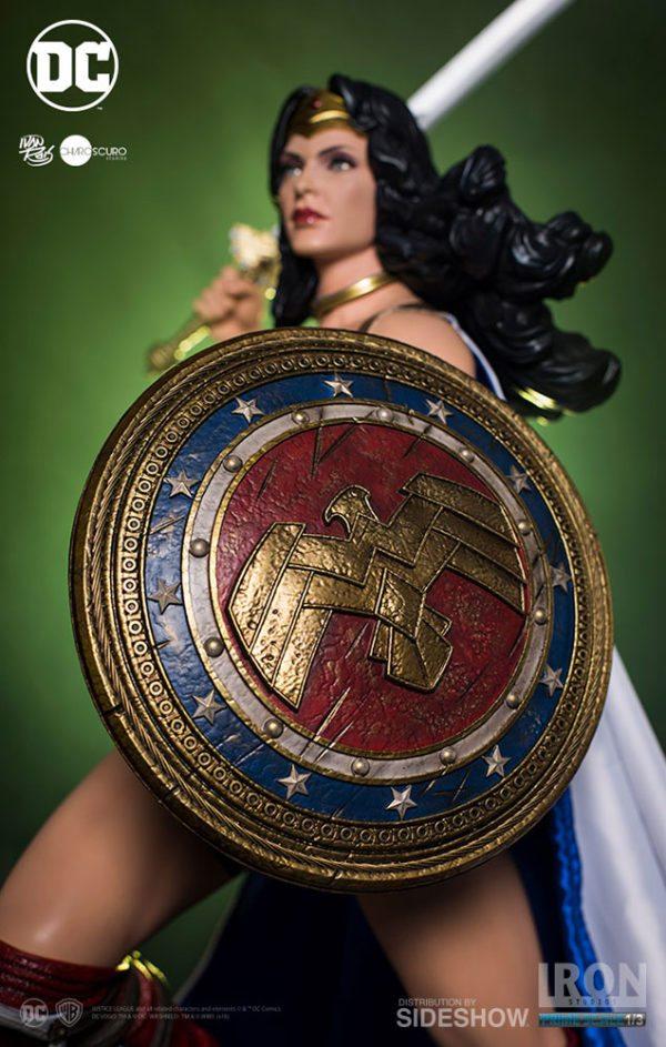 Prime-Scale-Wonder-Woman-statue-5-600x943
