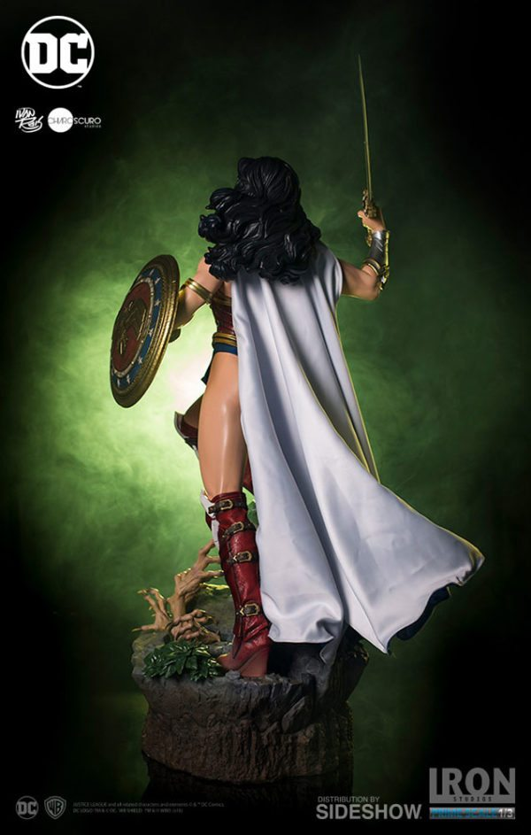 Prime-Scale-Wonder-Woman-statue-7-600x943