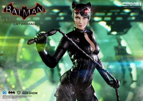 dc-comics-batman-arkham-knight-catwoman-statue-3-600x424