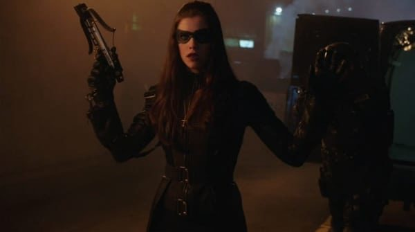 flashpoint-did-arrow-hint-huntress-origins-have-been-rebooted-in-a-blink-and-you-ll-miss-it-moment-600x335