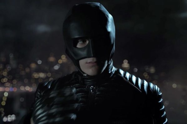 gotham-s4-promo-teases-a-masked-bruce-696x464-600x400
