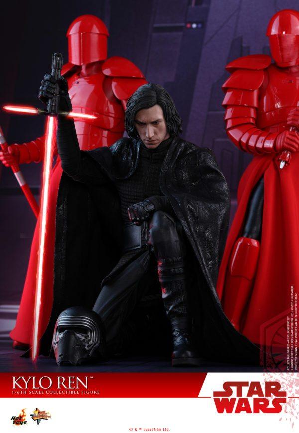 Kylo-Ren-Hot-Toys-3-600x867