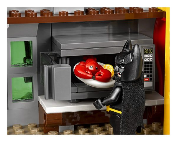 LEGO-Joker-Mansion-13-600x482
