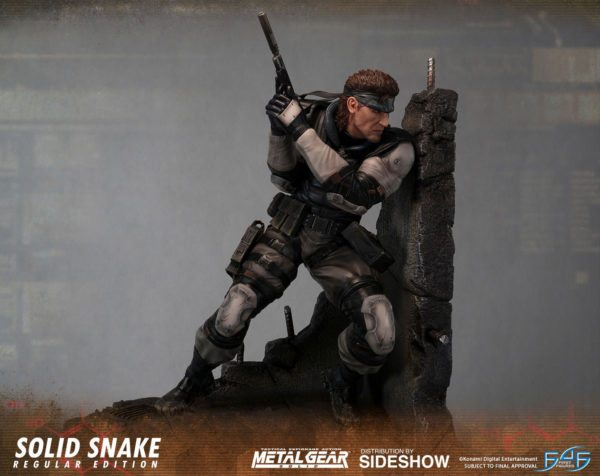 Solid-Snake-statue-2-600x476