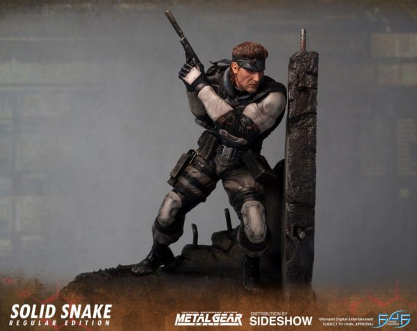 Solid-Snake-statue-3-600x476