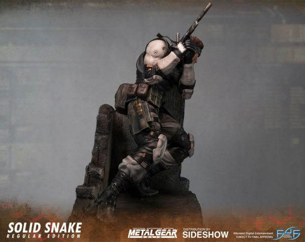 Solid-Snake-statue-5-600x476