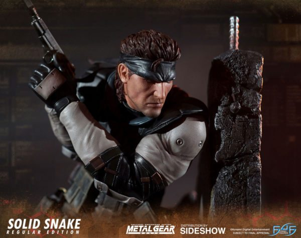 Solid-Snake-statue-6-600x476