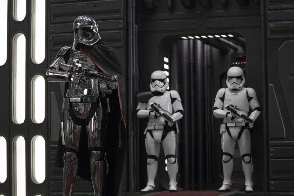 Star-Wars-The-Last-Jedi-8-4-600x400