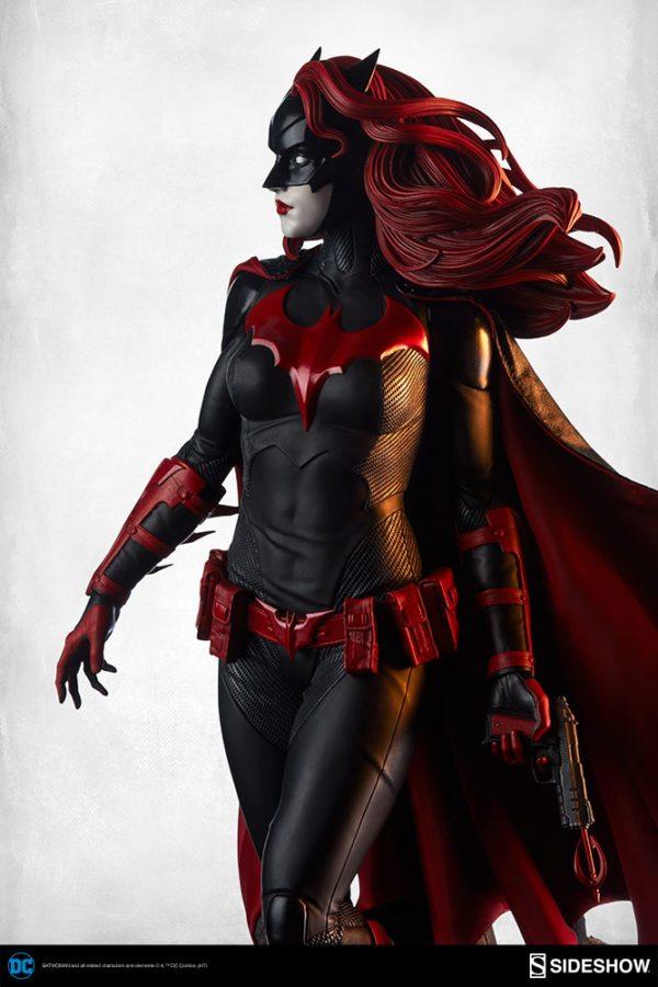 Batwoman-Sideshow-Premium-Format-figure-4-600x900