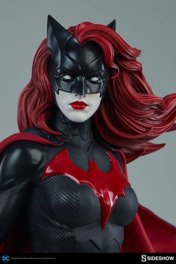Batwoman-Sideshow-Premium-Format-figure-7-600x900