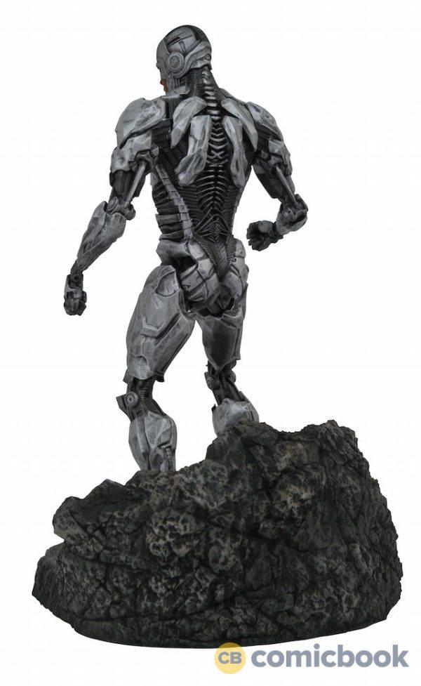 Justice-League-dioramas-6-600x977