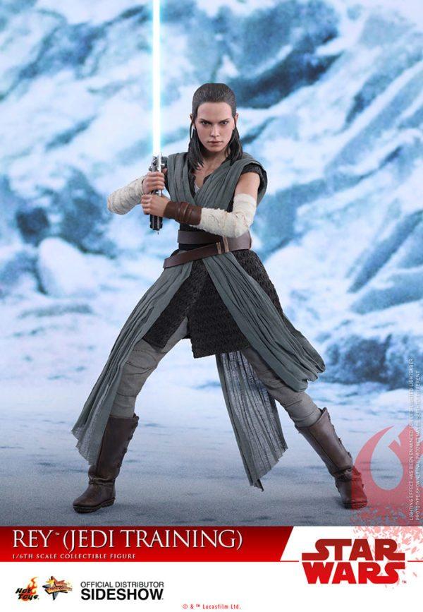 Star-Wars-The-Last-Jedi-Rey-Jedi-Training-Hot-Toys-1-600x867