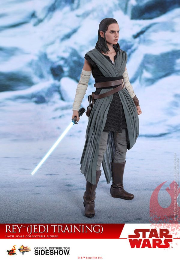 Star-Wars-The-Last-Jedi-Rey-Jedi-Training-Hot-Toys-2-600x867
