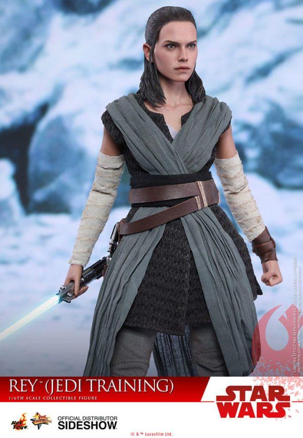Star-Wars-The-Last-Jedi-Rey-Jedi-Training-Hot-Toys-3-600x867