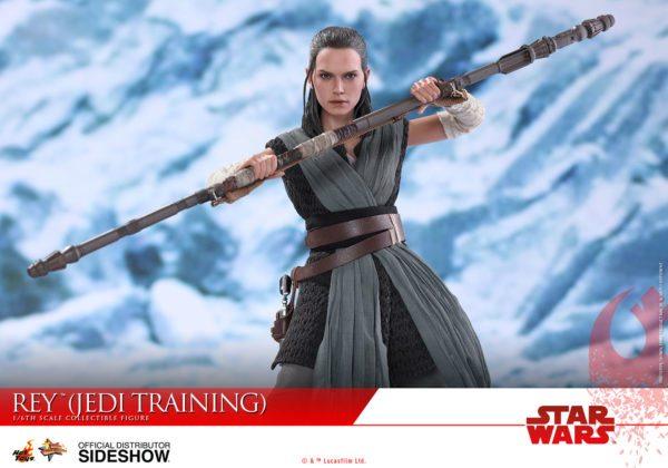 Star-Wars-The-Last-Jedi-Rey-Jedi-Training-Hot-Toys-6-600x420