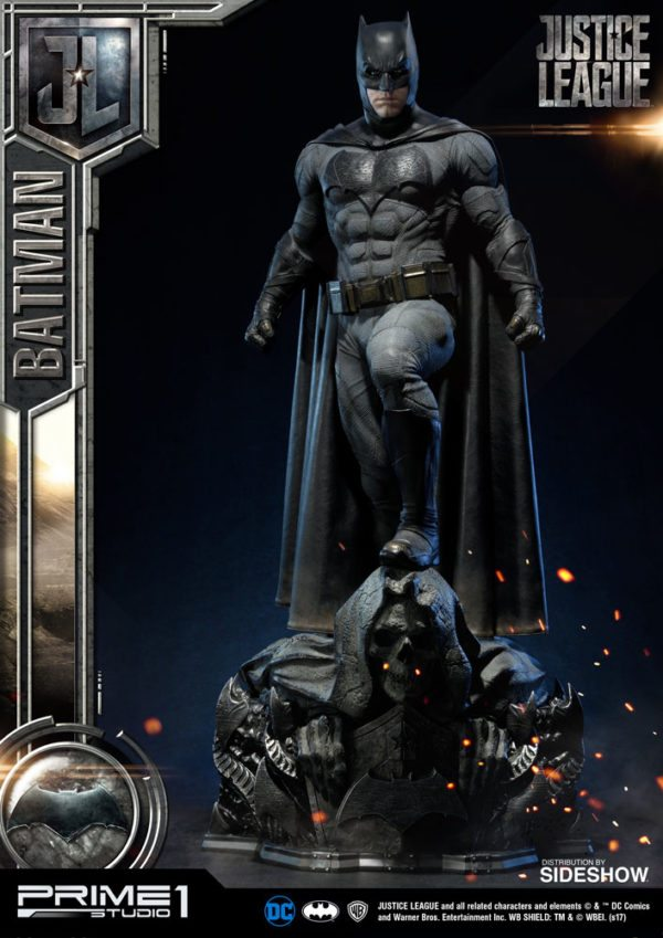 Batman-Affleck-Justice-League-statue-2-600x849