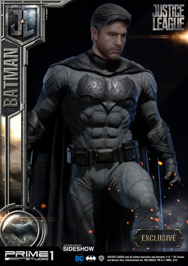 Batman-Affleck-Justice-League-statue-3-600x849