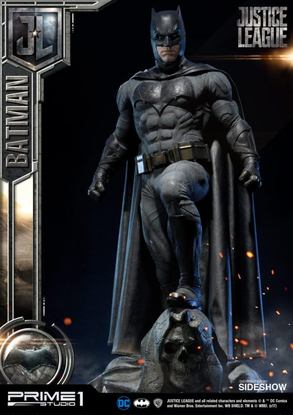Batman-Affleck-Justice-League-statue-5-600x849