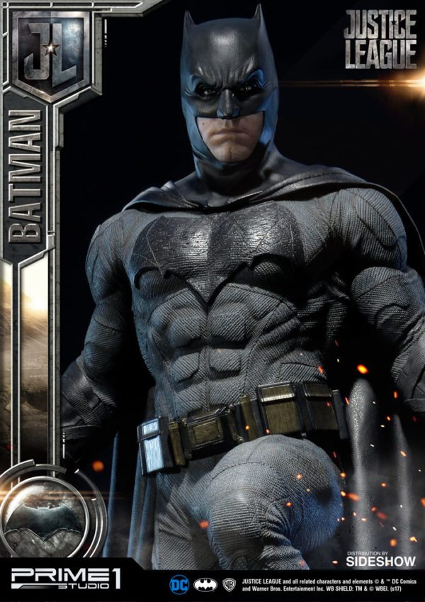 Batman-Affleck-Justice-League-statue-6-600x849
