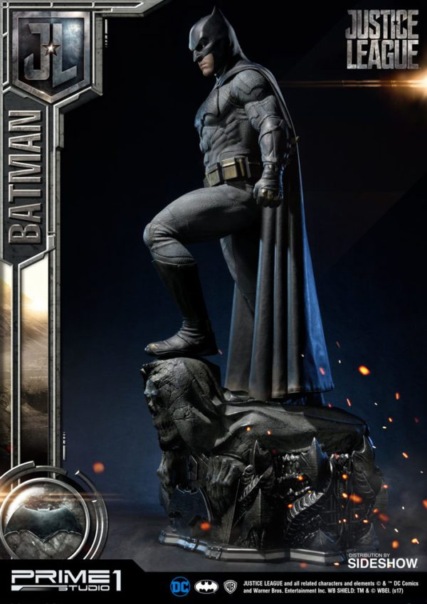Batman-Affleck-Justice-League-statue-7-600x849