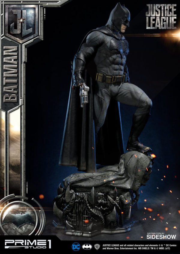 Batman-Affleck-Justice-League-statue-8-600x849