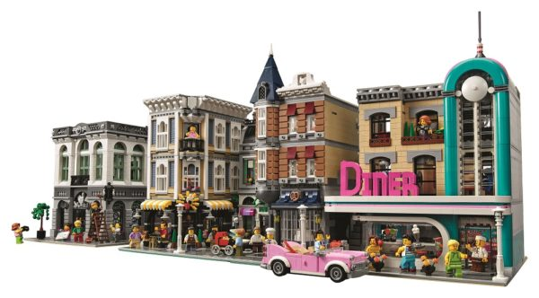 LEGO-Downtown-Diner-7-600x332