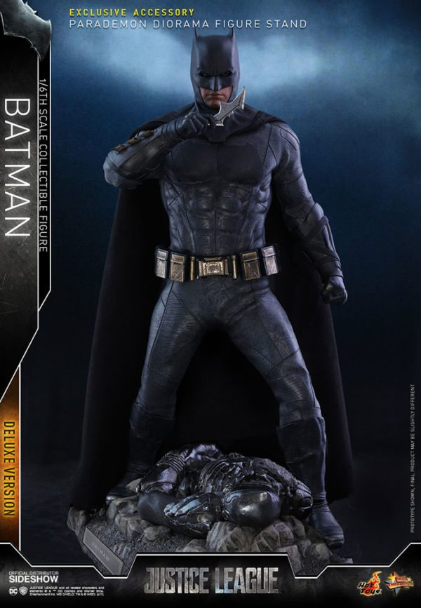 Batman-Justice-League-deluxe-figure-2-600x867