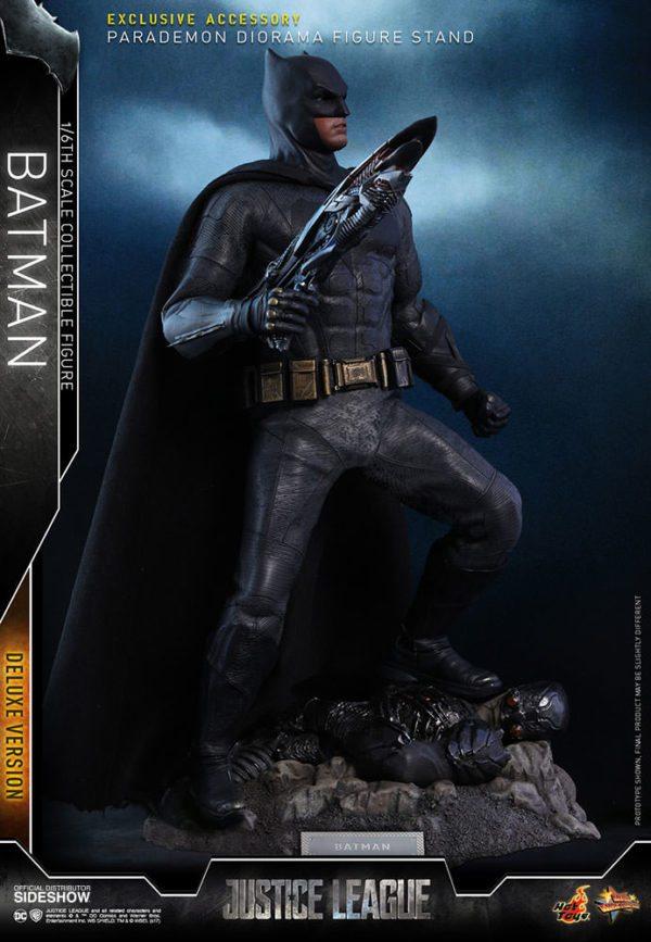 Batman-Justice-League-deluxe-figure-3-600x867