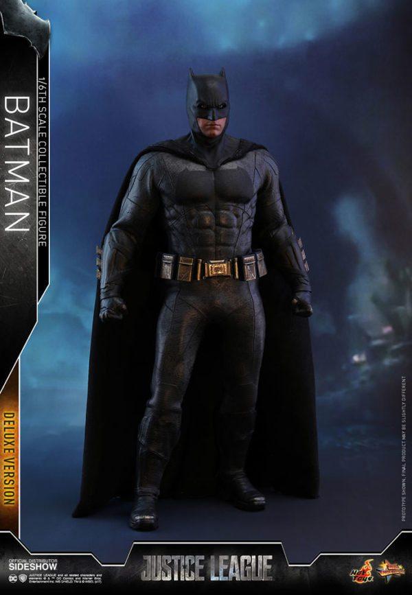 Batman-Justice-League-deluxe-figure-4-600x867