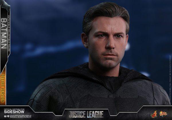 Batman-Justice-League-deluxe-figure-6-600x420