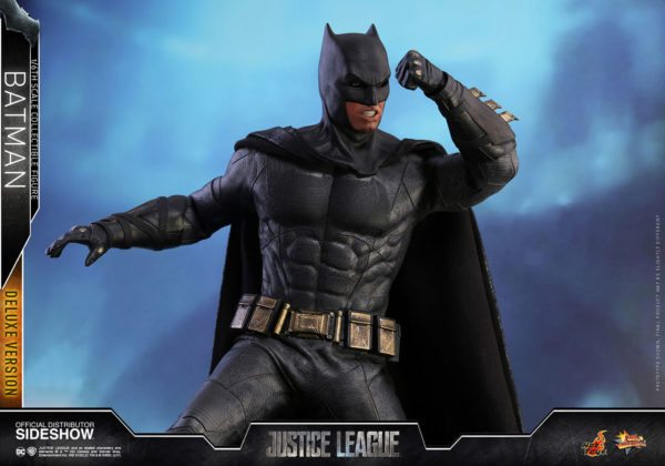 Batman-Justice-League-deluxe-figure-8-600x420