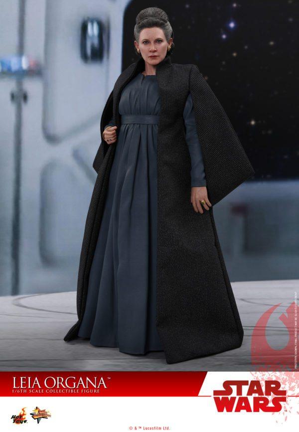 Hot-Toys-Last-Jedi-Leia-collectible-figure-1-600x867
