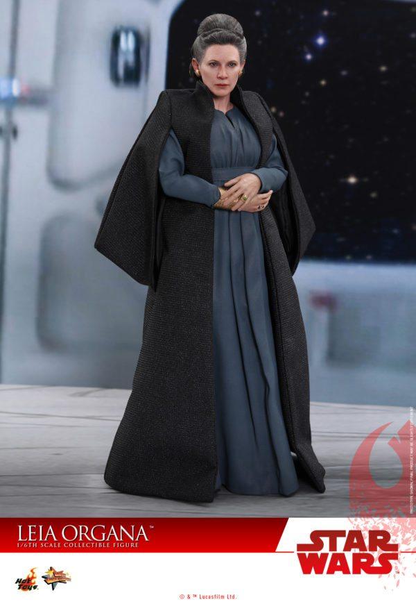 Hot-Toys-Last-Jedi-Leia-collectible-figure-2-600x867