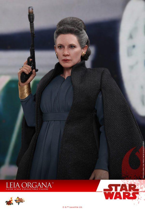 Hot-Toys-Last-Jedi-Leia-collectible-figure-3-600x867