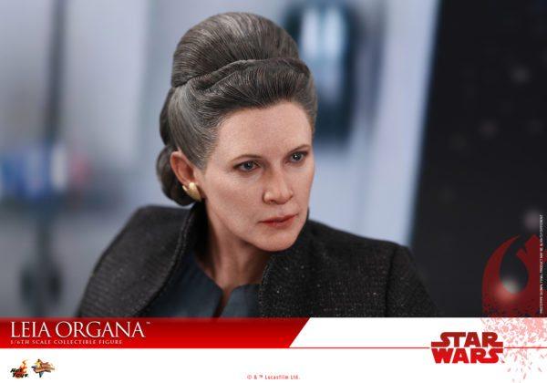 Hot-Toys-Last-Jedi-Leia-collectible-figure-6-600x420