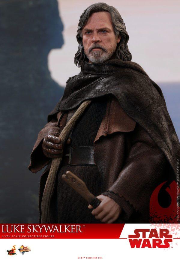 Hot-Toys-Luke-Skywalker-Last-Jedi-3-600x867