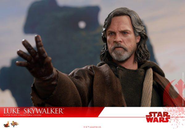 Hot-Toys-Luke-Skywalker-Last-Jedi-5-600x420