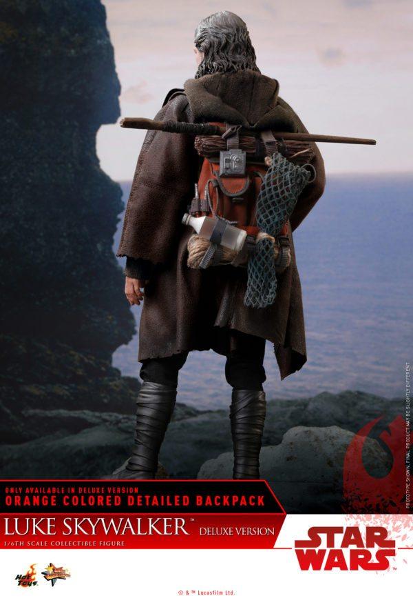 Hot-Toys-Luke-Skywalker-Last-Jedi-deluxxe-version-3-600x867