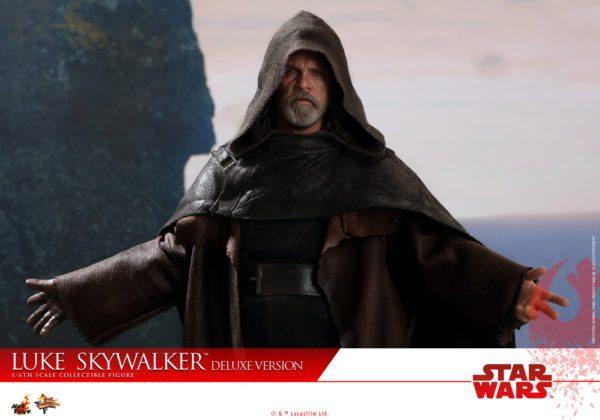 Hot-Toys-Luke-Skywalker-Last-Jedi-deluxxe-version-6-600x420