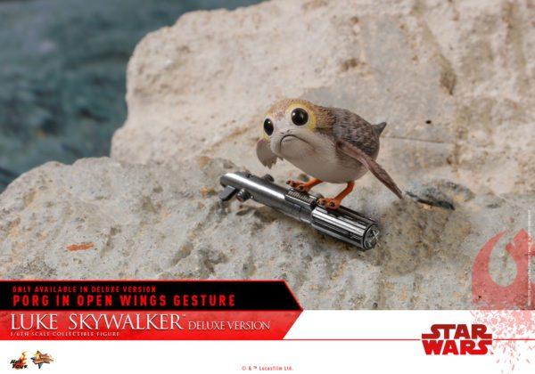 Hot-Toys-Luke-Skywalker-Last-Jedi-deluxxe-version-8-600x420