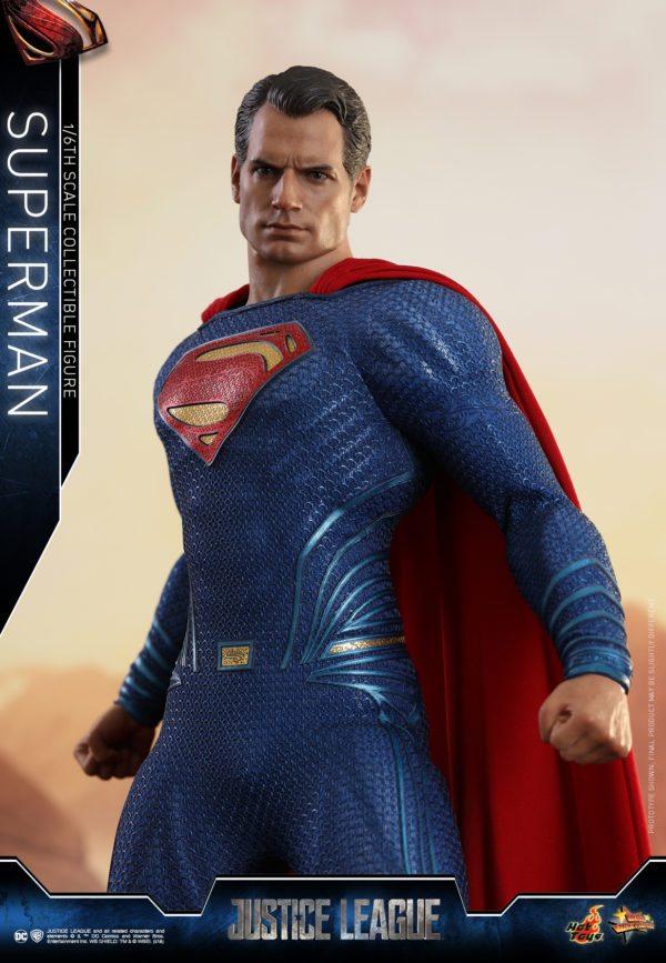 Hot-Toys-Justice-League-Superman-4-600x867