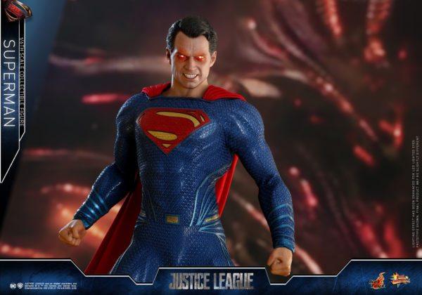 Hot-Toys-Justice-League-Superman-5-600x420
