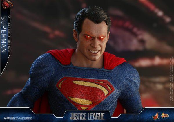 Hot-Toys-Justice-League-Superman-6-600x420