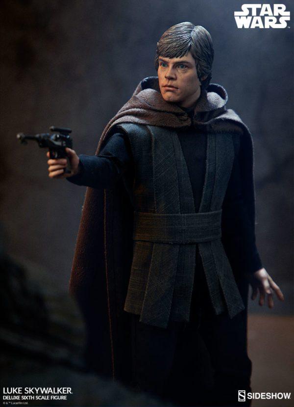 Luke-Skywalker-deluxe-figure-2-600x829