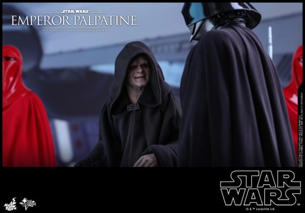 Hot-Toys-SW-Emperor-Palpatine-collectible-figure_PR5-600x420