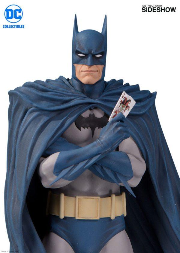 Batman-Designer-series-statue-3-600x840